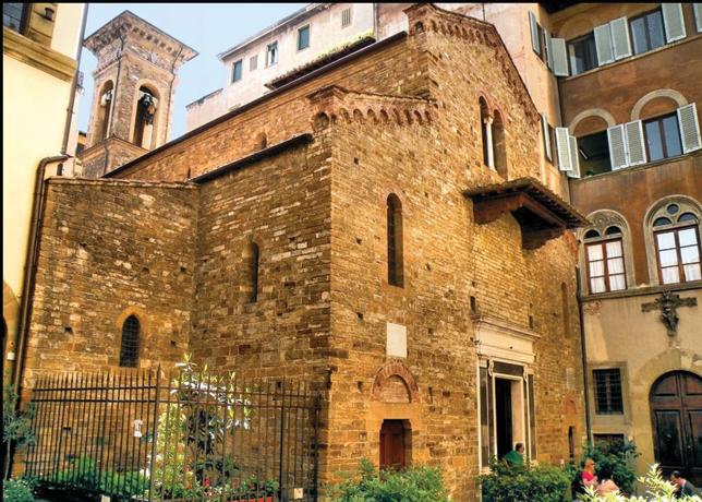 Santi Apostoli Religious Services in Florence in English and Italian